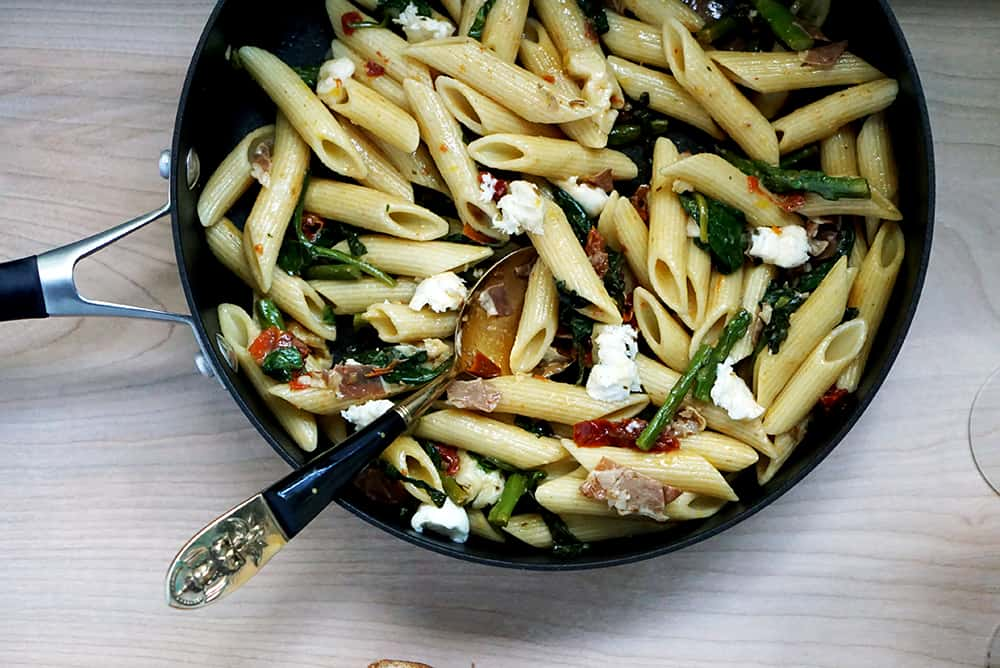 EASY One Pan PENNE WITH VEGGIES & PROSCIUTTO